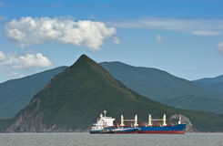 Bunkra Indiska oceanen för tankfartygZaliv Vostok balker Nakhodka fjärd Östligt (Japan) hav 02 08 2015 Fotografering för Bildbyråer