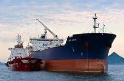 Bunkra tankfartygCristal den västra tankfartyget SCF Amur Nakhodka fjärd Östligt (Japan) hav 15 08 2014 arkivfoto