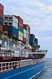 Bunkra tankfartyget Zaliv Nakhodka en stor för CMA för behållareskepp Marlin CGM Nakhodka fjärd Östligt (Japan) hav 02 08 2015 Arkivfoto