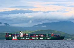 Bunkra våren för skepp för tankfartygRN-polstjärnan behållare CSCL Nakhodka fjärd Östligt (Japan) hav 02 07 2015 Arkivfoton