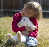bunny αγκαλιάσματα στοκ φωτογραφίες με δικαίωμα ελεύθερης χρήσης