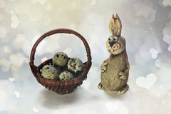 bunny καλαθιών αυγά Πάσχας Στοκ φωτογραφίες με δικαίωμα ελεύθερης χρήσης