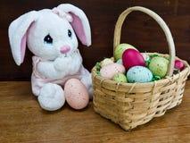 bunny Πάσχα καλαθιών Στοκ Εικόνες