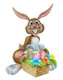 Bunny Rabbit con la cesta de huevos de Pascua Fotos de archivo libres de regalías