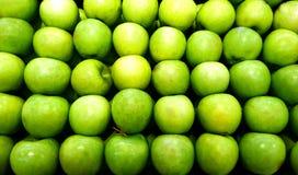 Bunt av äpplen arkivbilder