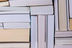 Bunt av använda gamla böcker Royaltyfri Fotografi