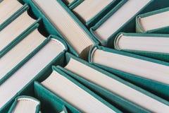 Bunt av använda gamla böcker Royaltyfria Bilder