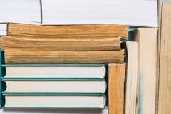Bunt av använda gamla böcker Royaltyfria Foton