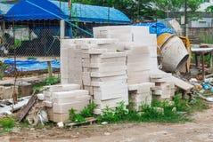 Bunt av Autoclaved kolsyrade konkreta murverkenheter i konstruktionsplats Arkivbilder