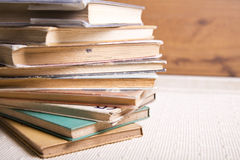 Bunt av böcker Royaltyfria Bilder