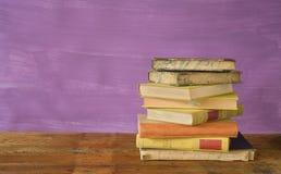 Bunt av böcker Fotografering för Bildbyråer