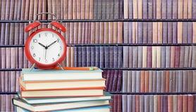 Bunt av böcker i arkiv royaltyfri fotografi