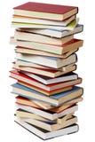 Bunt av böcker på vit Arkivfoton