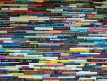 Bunt av böcker, romaner och ordböcker arkivfoto