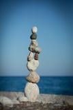 Bunt av balansera pebbles Royaltyfri Bild