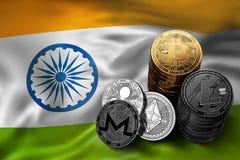 Bunt av Bitcoin mynt på indisk flagga Läge av Bitcoin och andra cryptocurrencies i Indien Fotografering för Bildbyråer