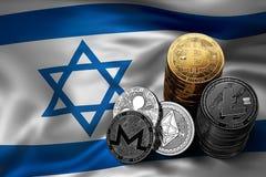 Bunt av Bitcoin mynt på israelisk flagga Läge av Bitcoin och andra cryptocurrencies i Israel Royaltyfri Bild