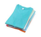 Bunt av den färgrika t-skjortan fotografering för bildbyråer