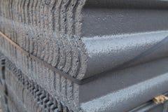 Bunt av den konkreta taktegelplattan (grå färg) på konstruktionsplatsen Royaltyfria Foton