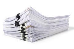 Bunt av dokument som isoleras på vit royaltyfri bild