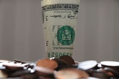 Bunt av 1 dollar sedlar arkivfoto