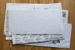 Bunt av gammal legitimationshandlingar Arkivbild