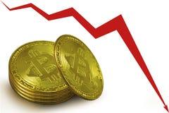 Bunt av guld- mynt av bitcoins, en röd diagrampil som ner går arkivfoto