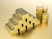 Bunt av guld- mynt och guldtackor Royaltyfria Foton