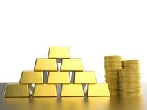 Bunt av guld- mynt och guldtackor Royaltyfri Foto