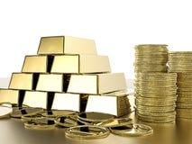 Bunt av guld- mynt och guldtackor Arkivfoto