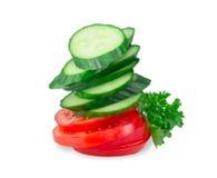 Bunt av gurka- och tomatskivor på Fotografering för Bildbyråer