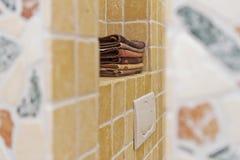 Bunt av handdukar i badrum royaltyfria foton