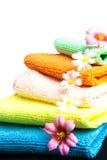 Bunt av handdukar och blommor Royaltyfria Bilder