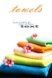 Bunt av handdukar och blommor Royaltyfri Bild