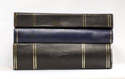 Bunt av horisontalinbunden bokböcker - royaltyfria bilder
