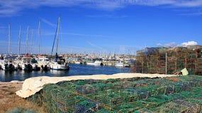 Bunt av hummerkräftafällor på fiskehamn royaltyfria bilder