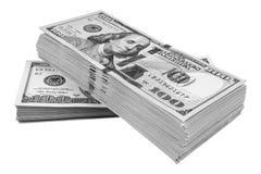 Bunt av hundra dollarräkningar som isoleras på vit bakgrund Bunt av kontanta pengar i hundra dollarsedlar Hög av hundra D arkivbilder