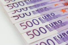 Bunt av kontanta pengar - makro för 500 euroräkningar Royaltyfria Bilder