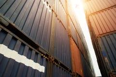 Bunt av lastbehållare på import- och exportområde med last a royaltyfria foton