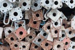 Bunt av metallrör för material till byggnadsställning arkivfoton
