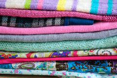 Bunt av nya kläder Royaltyfri Fotografi