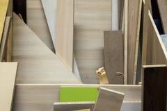 Bunt av olika konstruktionstillförselprövkopior Isolering skummar, och trä stiger ombord arkivbilder
