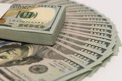 Bunt av pengar i US dollarkassasedlar Royaltyfria Bilder