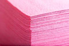 Bunt av rosa servetter för pappers- tabell Royaltyfria Foton