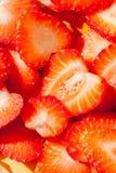 Bunt av skivad jordgubbe som är klar att tjänas som, eller efterrättdecorat Royaltyfria Foton