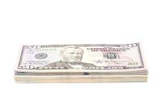 Bunt av US dollarräkningar med 50 dollar överst Arkivfoton