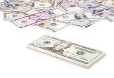 Bunt av US dollarräkningar med 20 dollar överst 2 Arkivfoto