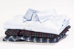 Bunt av vikta skjortor Arkivfoto