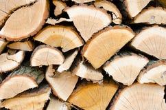 Bunt av wood journaler royaltyfria bilder