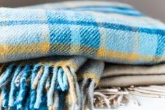 Bunt av woolen kontrollerade filtar Royaltyfri Foto